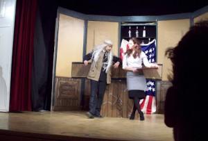 Borgmästaren försöker infiltrera en illegal svartpub med hjälp av en halvlyckad förklädnad.