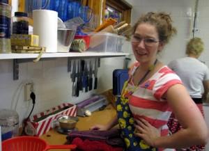 Köksslaven Pam, med Tweety-förkläde!