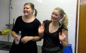 Johanna och Carlotte har disktjänst.
