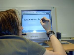 Snart får man väl göra såhär om man vill kunna skriva obehindrat. Bilden är på min polare Sebbe från gymnasiet, tagen 2003...