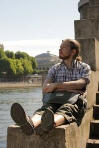 Man kan sitta och vila på en trappa vid Seine!