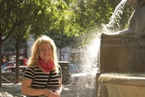Man kan stå vid fontäner och låta solen skina en i håret!
