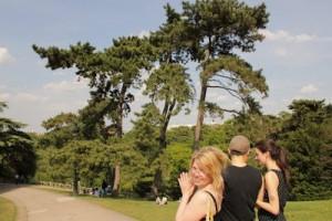 Man kan vandra i vackra parker med vackra vänner!