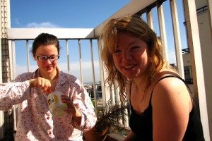 Man kan äta baguette-och-te-frukost på franska balkonger!