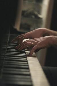 Anders pianofingrar.