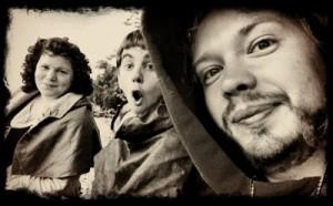 Malin, Rasmus och jag, på väg in i Visby.