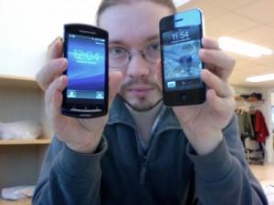Våra telefoner är skumma. De går för snabbt. Inte bara min alltså utan allas. Till vänster jobbtelefonen och till höger min egen. På några månader har den smitit före 10 minuter.
